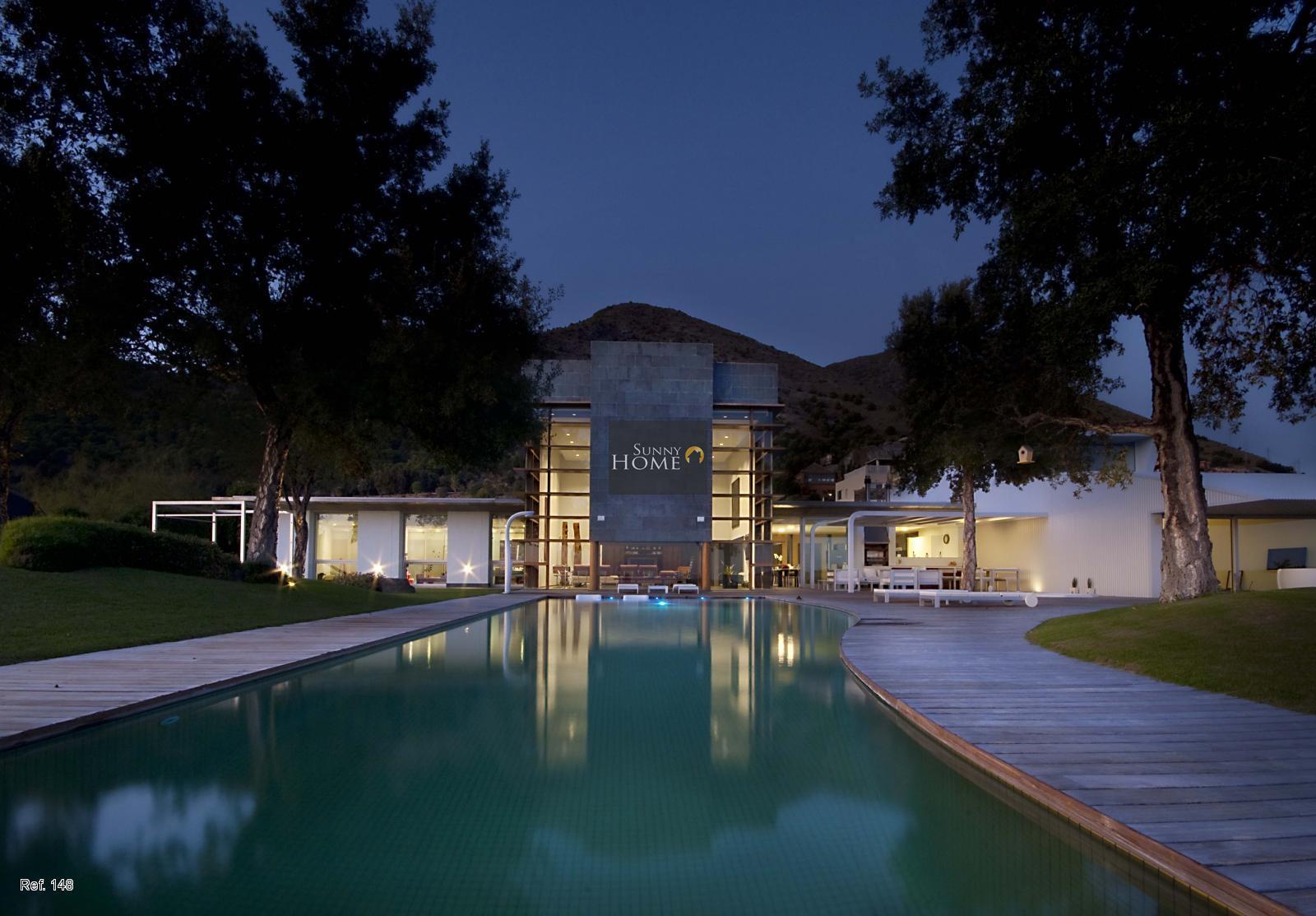 Villa en venta en Reserva del Higuerón. Muy privada